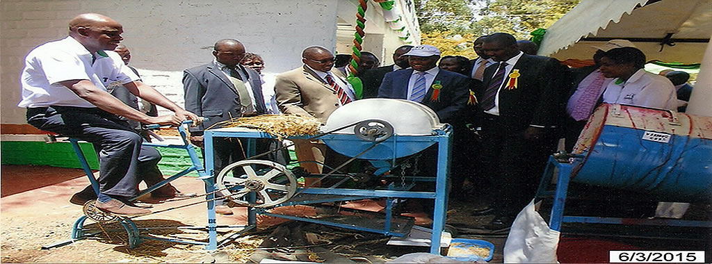 KALRO Director General Views a Wheat thresher at Eldoret Show